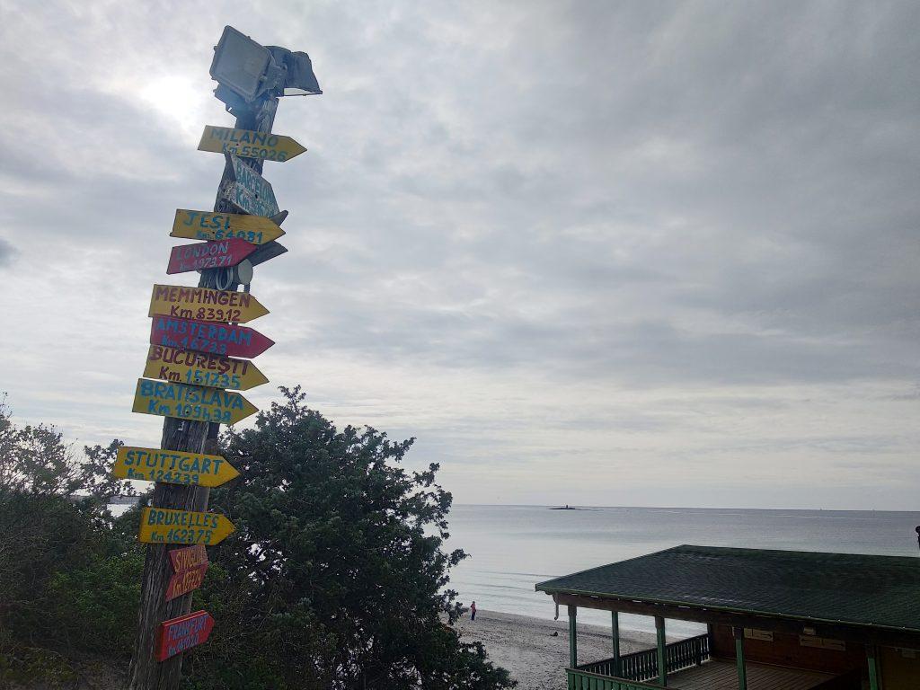 Maria Pia pláž a vstup z borovicového hája