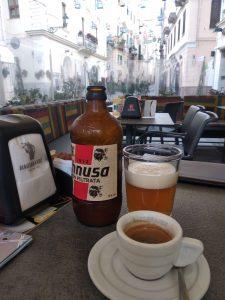 Talianska kávička a pivo Ichnusa